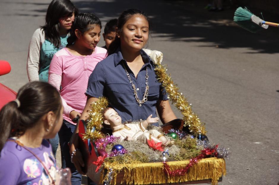 Los niños también participan en esta tradición. (Foto: Fredy Hernández/Soy502)
