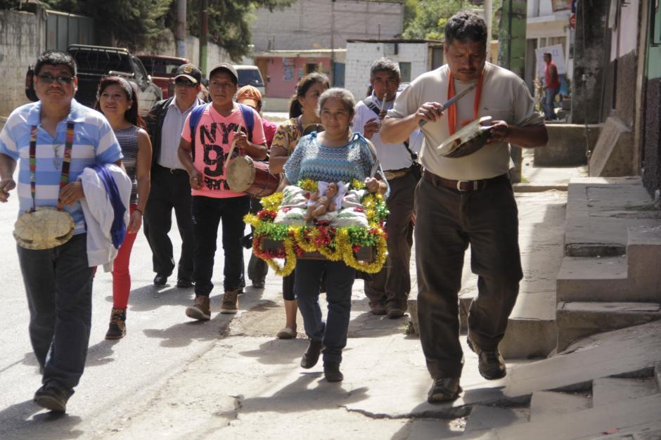El recorrido dura unas seis horas por las calles del municipio. (Foto: Fredy Hernández/Soy502)