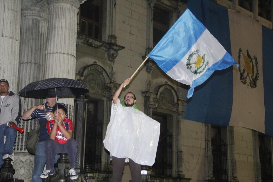 Desde hace unas semanas, las banderas de Guatemala han sido el color que predomina en la Plaza de la Constitución.(Foto: Fredy Hernández/Soy502)