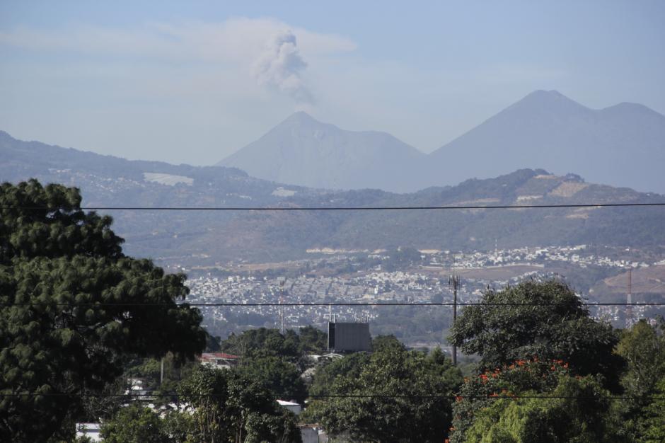 Son de cuatro a seis las erupciones volcánicas por hora. (Foto: Fredy Hernández/Soy502)