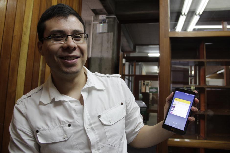 Boris Becerra cuenta que sus amigos ahora comparten más tiempo con él y saben en qué momento utilizar el teléfono.(Foto: Fredy Hernández/Soy502)