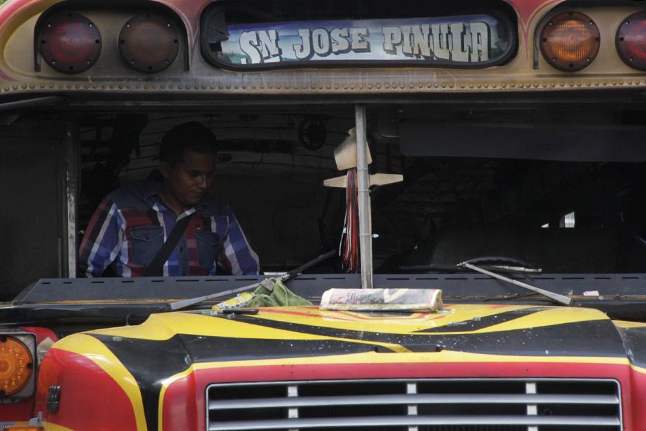 Los sillones y techos del bus fueron consumidos por las llamas  (Foto: David Ixbalán/Soy502)