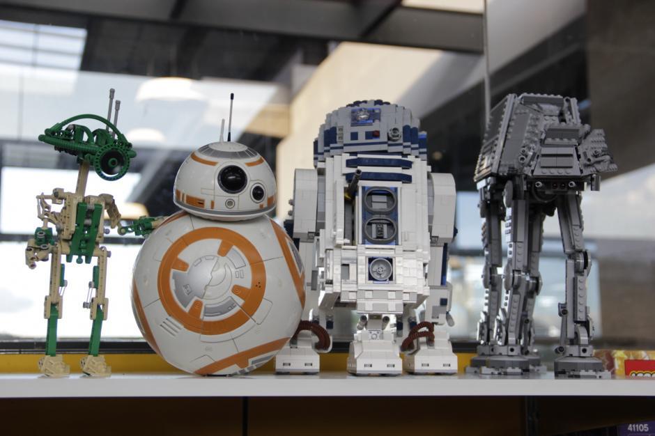 En la tienda, se exhiben diversos personajes de Star Wars, todos hechos con Legos.(Foto: Fredy Hernández/Soy502)