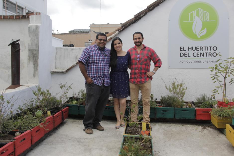 Pablo, Anayansi y Javier son los impulsores del Huertito del Centro, ubicado en la Casa Municipal de la zona 1. (Foto: Fredy Hernández/Soy502)