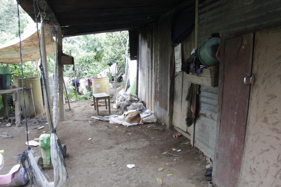 La familia vive en una casa humilde en el camino a Sansur. (Foto: Fredy Hernández/Soy502)