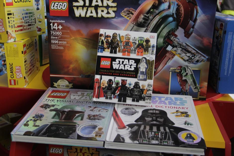 Butoys también ofrece enciclopedias para conocer a fondo la importancia de cada personaje de Star Wars.(Foto: Fredy Hernández/Soy502)