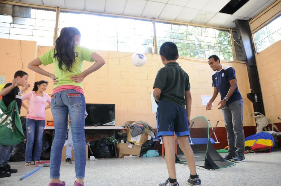 Los jugadores compartieron con las familias afectadas. (Foto: Orlando Chile/Nuestro Diario)