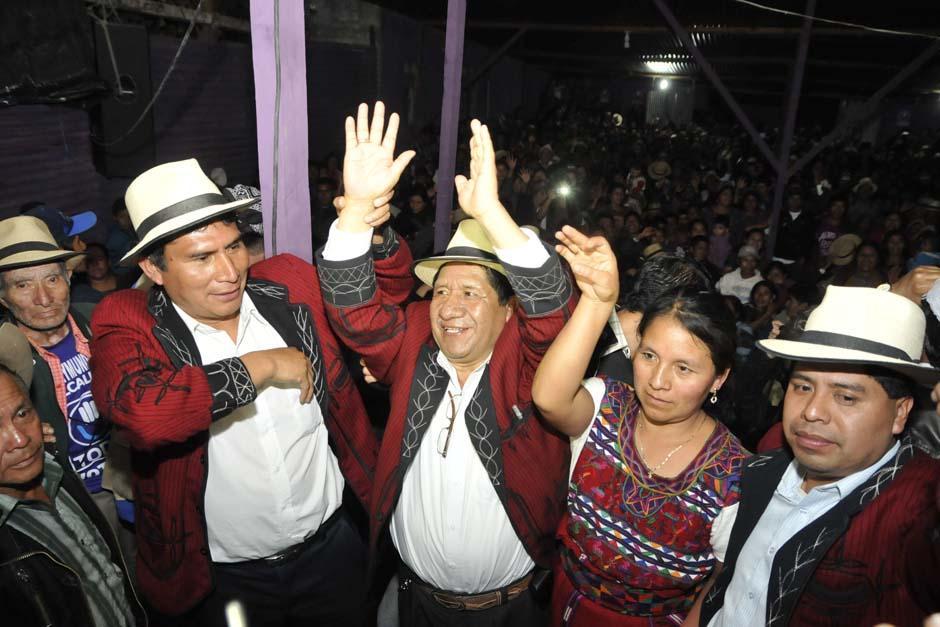Pedro Raymundo Cobo celebra luego de ser declarado ganador por el Tribunal Supremo Electoral