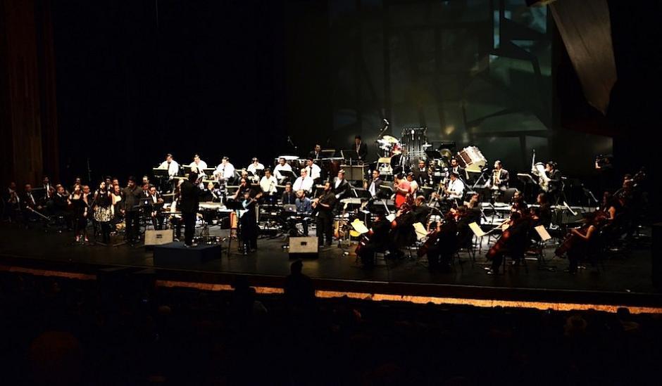 Un total de 95 músicos llenaron el escenario de la Gran sala Efraíon Recinos, del Centro Cultural Miguel Ángel Asturias. (Foto: Selene Mejía/Soy502)