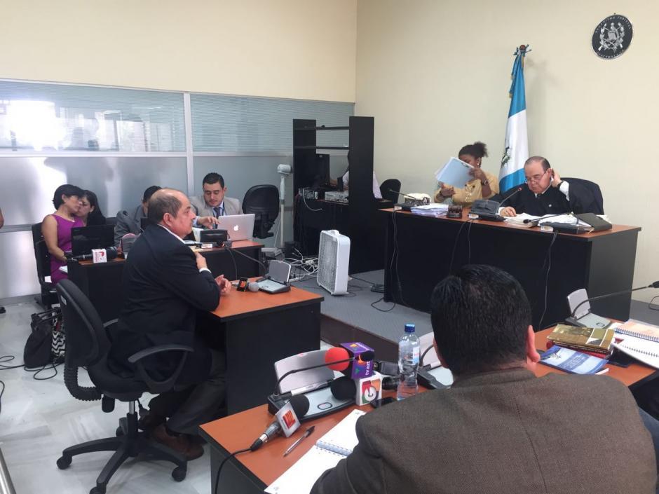 El exdiputado Alfredo Rabbé se identificó como jubilado del Ejército de Guatemala. (Foto: Jesús Alfonso/Soy502)