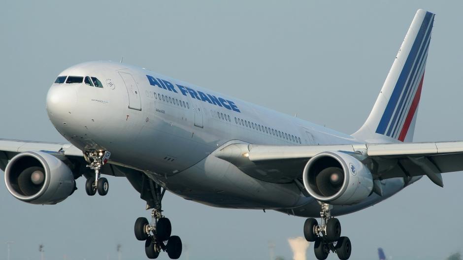 El 1 de junio de 2009, un Airbus A330-200 de Air France, registrado F-GZCP, desapareció sobre el océano Atlántico con 216 pasajeros, luego de despegar de Brasil. Este caso es el más similar a lo sucedido con el avión de Malaisya Airlines.