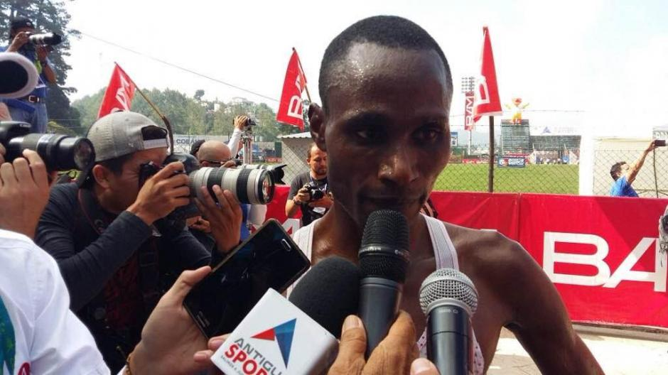 Ondara se mostró feliz y agradecido por su cuarto triunfo en Cobán. (Foto: Byron de la Cruz/Nuestro Diario)