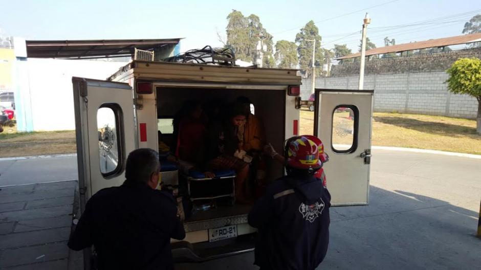 Al menos 15 personas resultaron heridas en el percance vial ocurrido en la aldea Paquip. (Foto: Bomberos Municipales Departamentales)