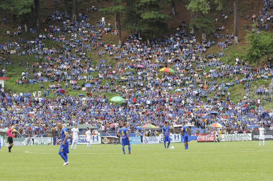 El estadio Verapaz lució sus mejores galas para recibir a Comunicaciones. (Foto: Nuestro Diario)