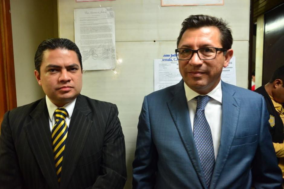 Julio Villatoro, exdiputado señalado de plazas fantasmas,  se presentó ante juez para entregar pasaporte. (Foto: Jesús Alfonso/Soy502)