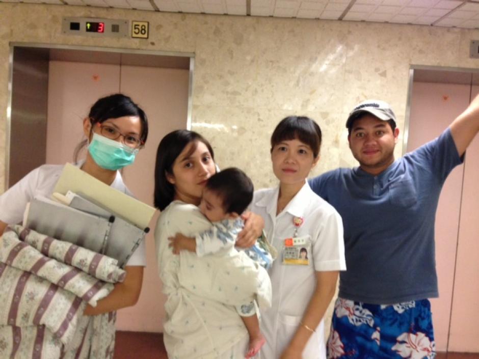 Santiago y Jaqueline, justo antes de entrar a la sala de cirugía.