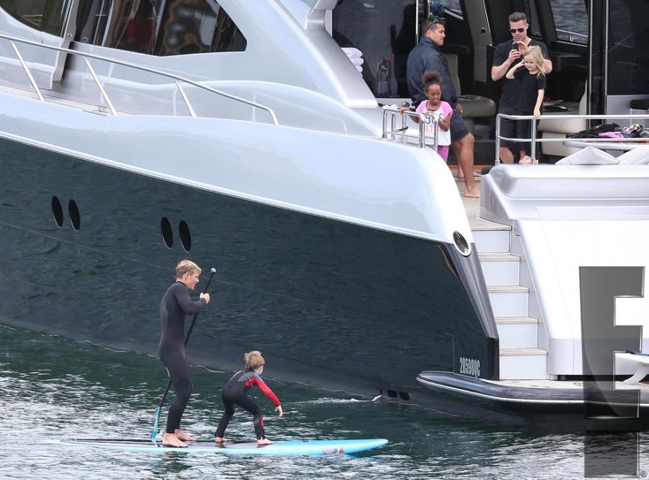 Los niños practicaron actividades acuáticas con entrenadores especiales. (Foto: E! Entertaiment)