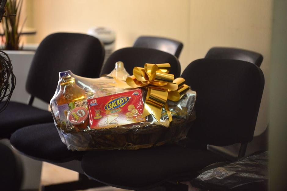 Esta es una réplica de las canastas navideñas que entregó al Registro de la Propiedad en el 2013. (Foto: Jesús Alfonso/Soy502)