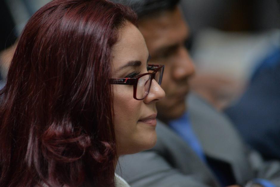 Durante las audiencias, la abogada mantiene la atención a lo que ocurre y realiza anotaciones. (Foto: Wilder López/Soy502)