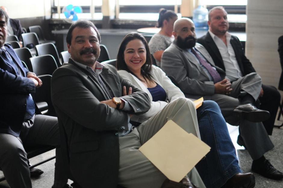 Los abogados escuchan atentos las resoluciones del juzgador. (Foto: Alejandro Balan/Soy502)