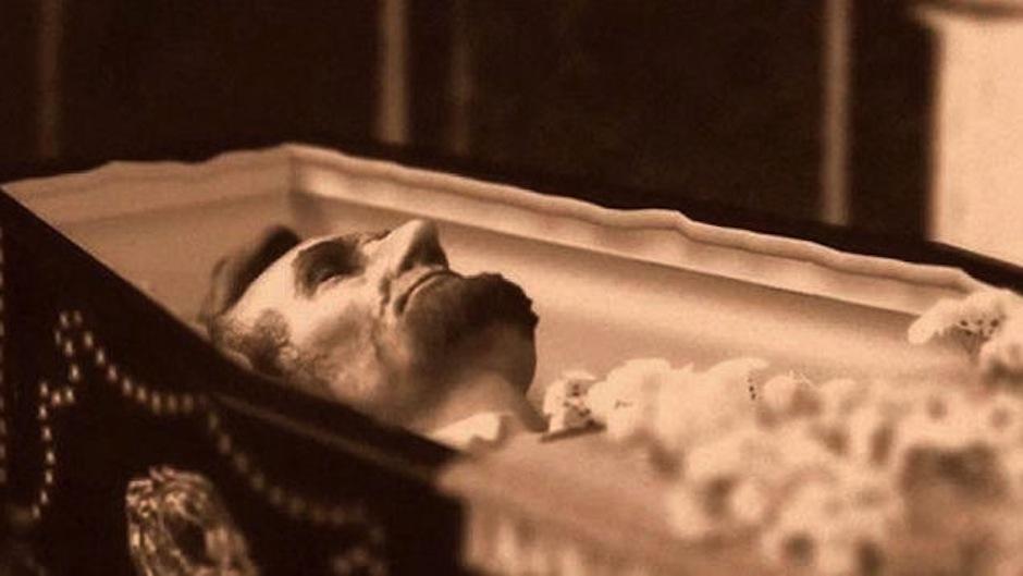 El presidente de los Estados Unidos Abraham Lincoln fue asesinado en 1865. Su cuerpo fue exhibido en cinco estados en un tren. (Foto: Ranker)