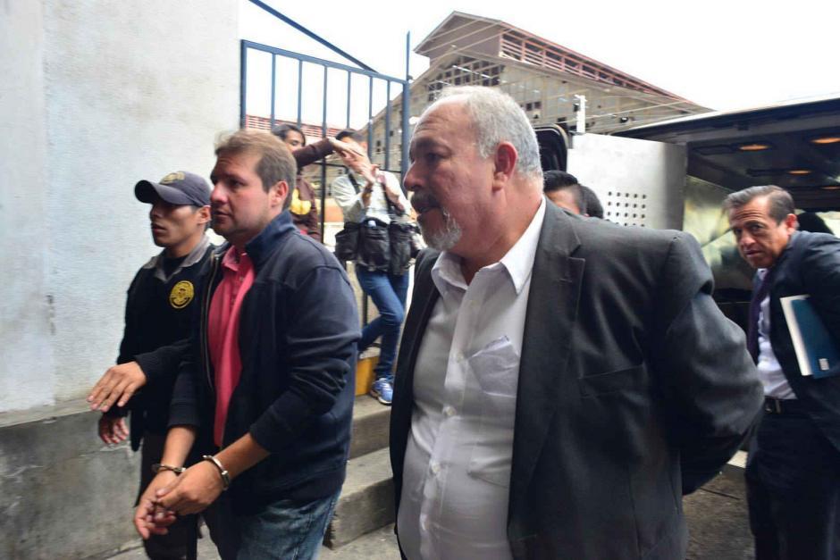 Al frente, Alvaro Dubón, ex subgerente administrativo del IGSS. (Foto: Archivo/Soy502)