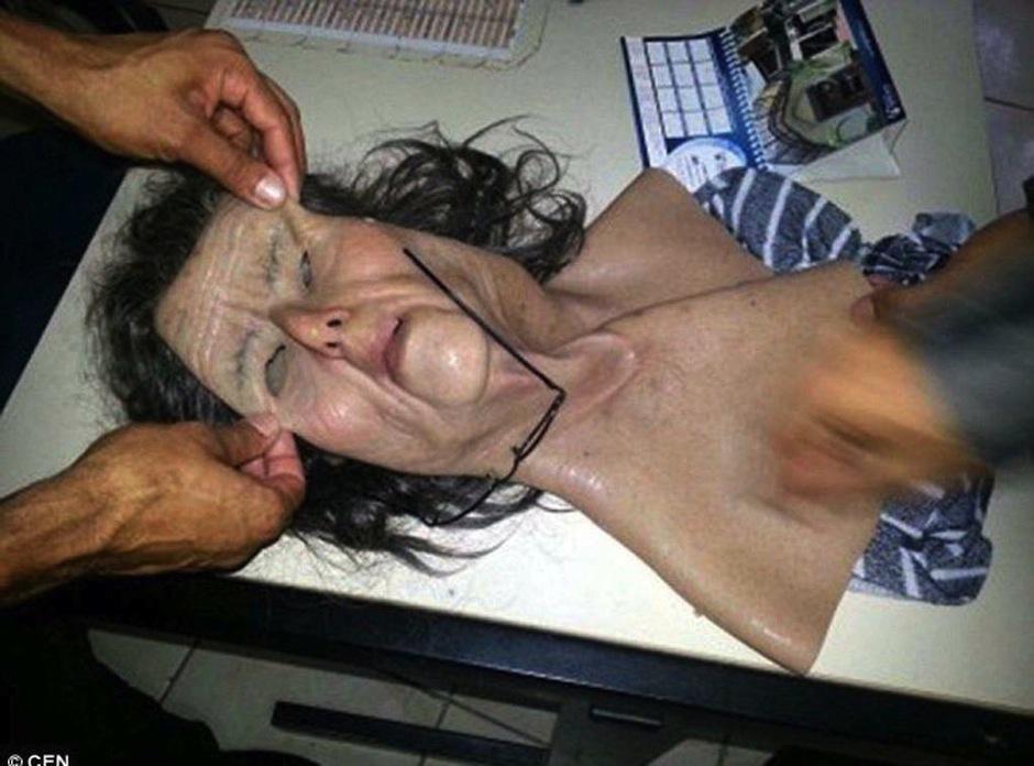 El hombre usó una máscara de latex para tratar de burlar a la justicia el día de visitas, (Foto:El Heraldo)