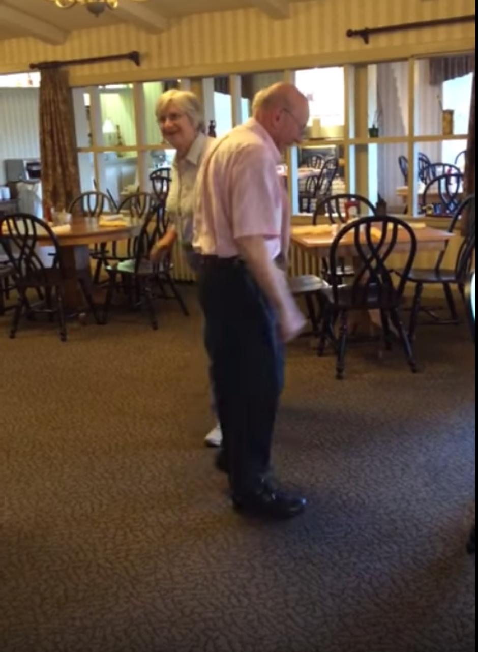 La pareja asistió al Inverary Resort en Nueva Escocia, Canadá, exclusivamente a bailar. (Imagen: captura de YouTube)