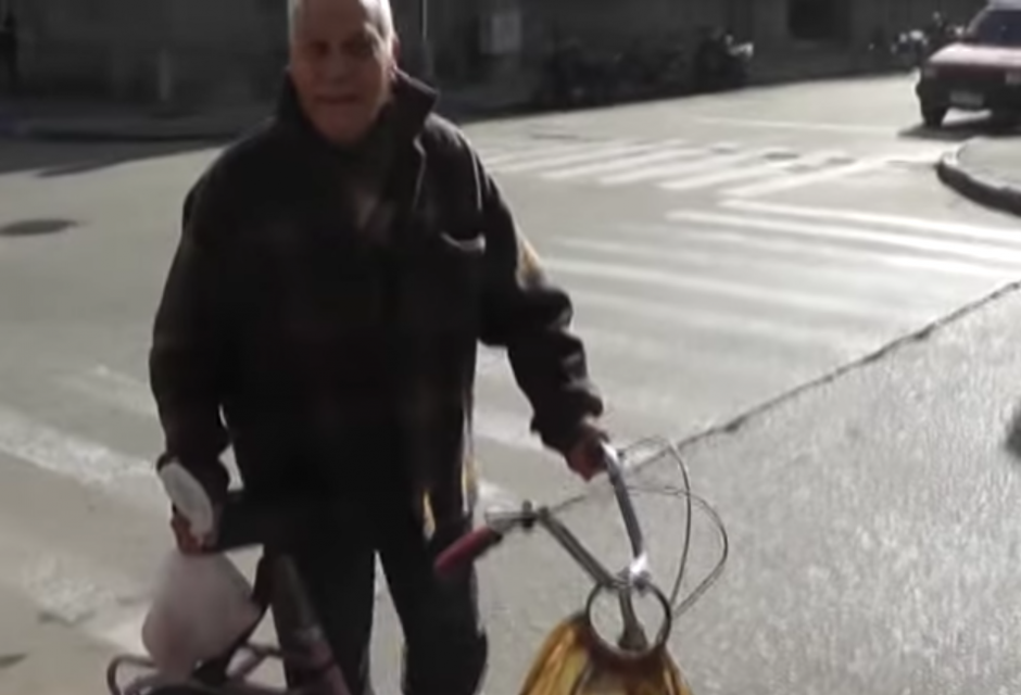 El hombre expresa que se tardó más de la cuenta en la calle y eso hizo que sus familiares pensaran algo diferente. (Captura de pantalla: YouTube/TVFlorida4)