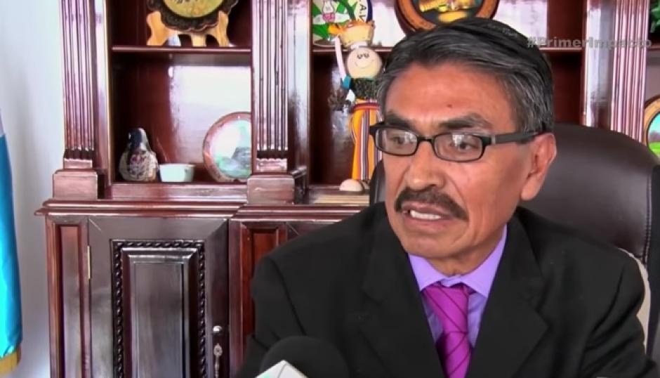 El alcalde de San Pedro Sacatepéquez, Carlos Bautista, defendió el actuar de los policías.  (Foto: Captura de YouTube)