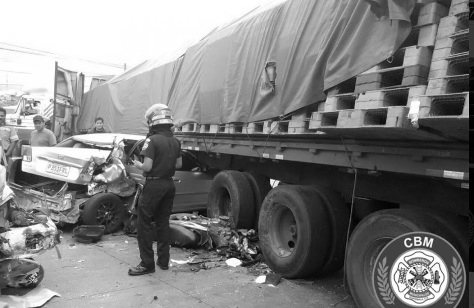 Un motorista perdió la vida al ser trasladado al hospital. (Foto: Bomberos Municipales)