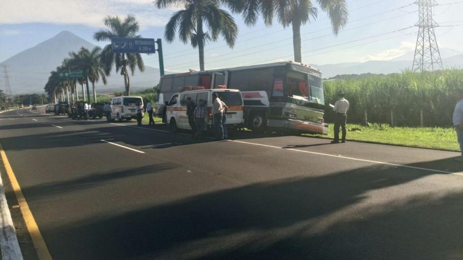 En el accidente estuvo involucrado un autobús y cinco vehículos. (Foto: @Provial)