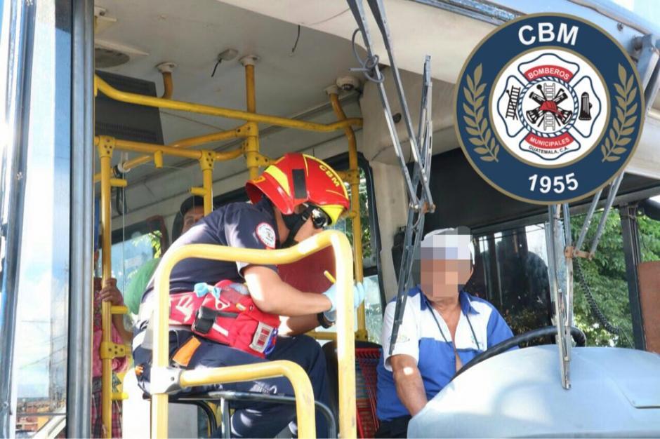 El accidente se registró entre un Transurbano y un microbús.  (Foto: Bomberos Municipales)