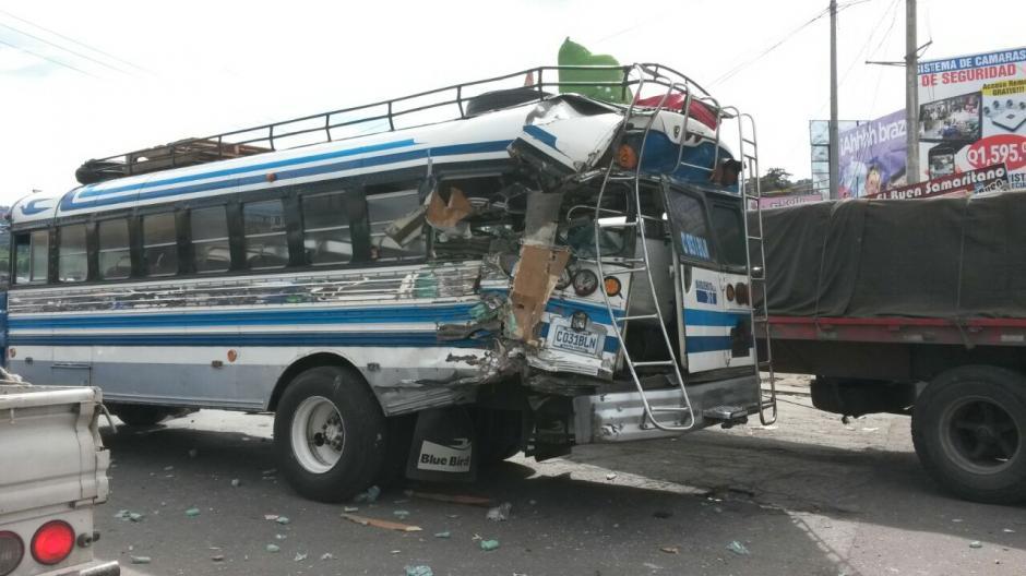 Aparentemente el piloto responsable del accidente fue detenido por la PNC. (Foto: @stereo100Xela)