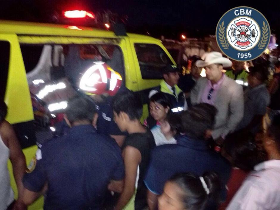 Algunas personas con heridas leves  fueron atendidas en el lugar. (Foto: @Bomberosmuni)