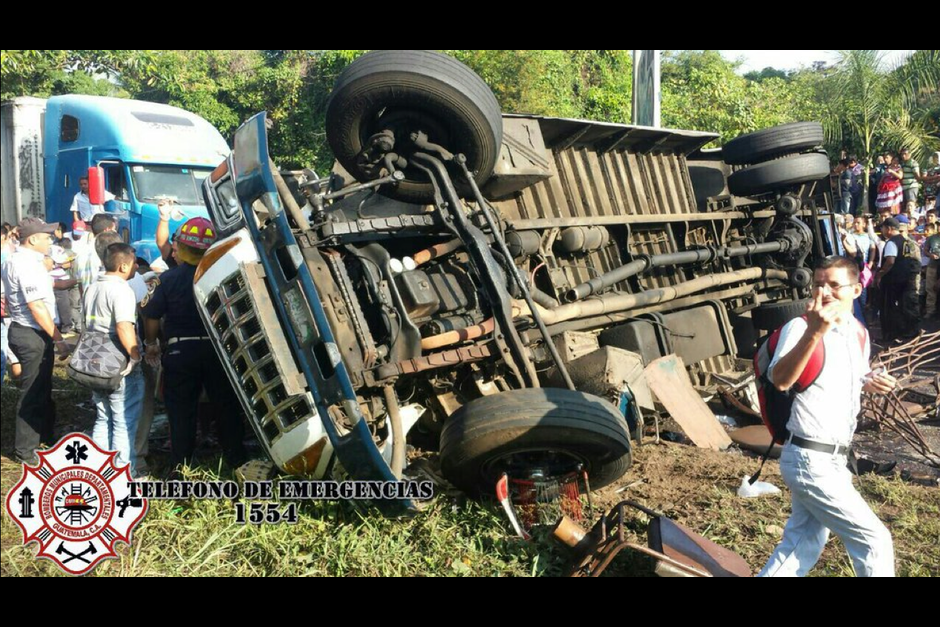 En el lugar fallecieron seis personas y en el Hospital de Mazatenango murió la séptima víctima, (Foto: CBM Twitter)