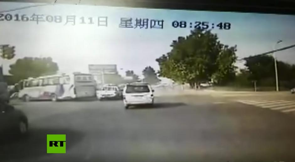 Diez personas quedaron lesionadas. (Captura de pantalla: RT en Español/YouTube)