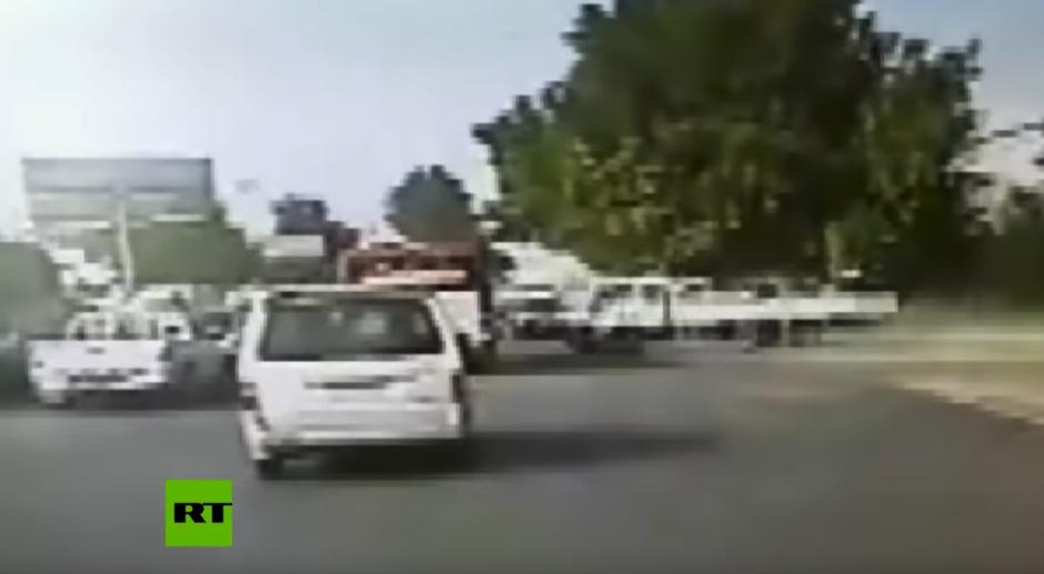 Las cámaras de seguridad captaron el hecho. (Captura de pantalla: RT en Español/YouTube)