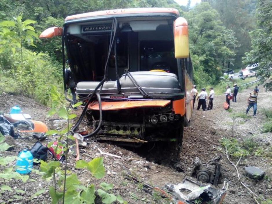 Se presume que el autobús perdió los frenos cuando se dirigía hacia la Antigua Guatemala. (Foto: @BVAntigua)