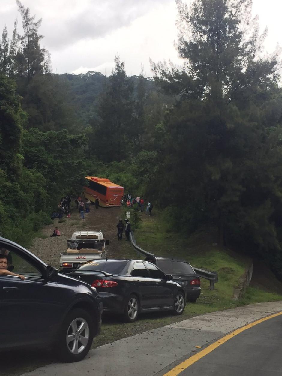 Al menos doce personas habrían resultado heridas por el percance vial  (Foto: @VENENO_CRUZ)