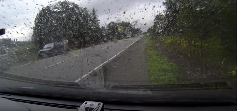 El piloto del carro murió por el impacto. (Captura de pantalla: M/YouTube)