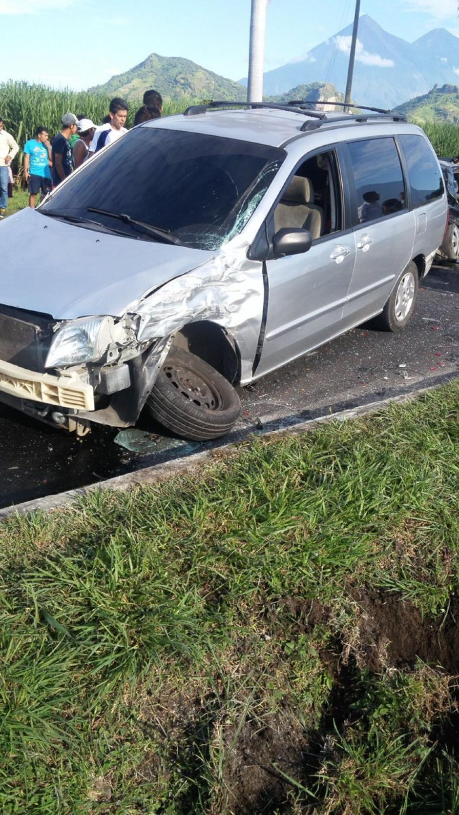El accidente ocurrió entre un autobús y cinco automóviles más. (Foto: @sokala_kolocho)