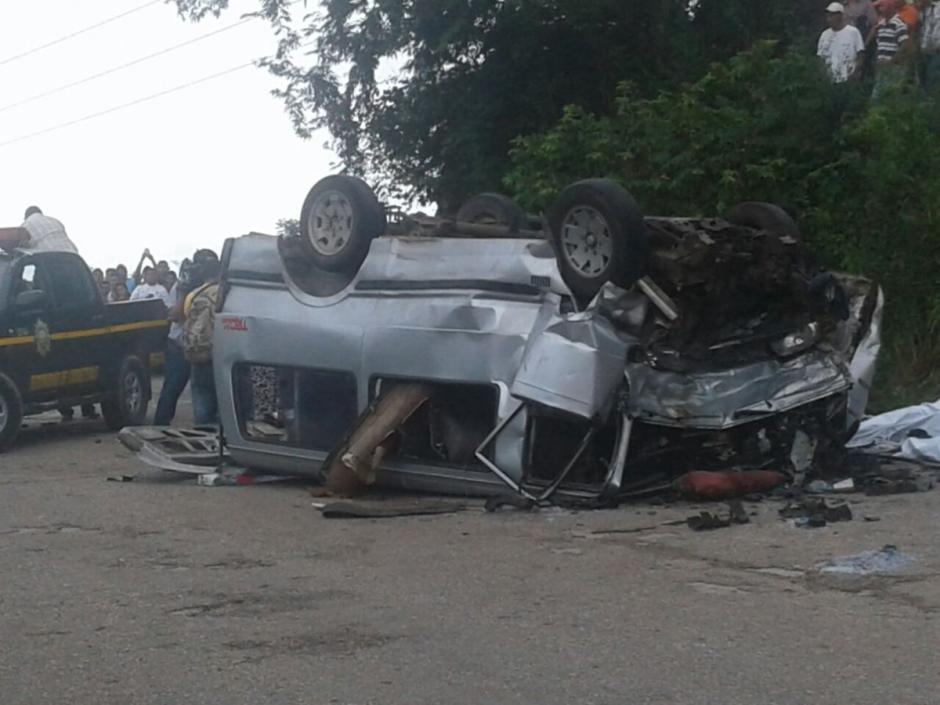 Al menos 11 personas murieron en un accidente de tránsito ocurrido en Petén.  (Foto: @wijors)