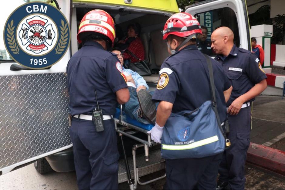 El accidente se produjo cuando el padre colocó mal un pie y cayó del ascensor. (Foto: @bomberosmuni)
