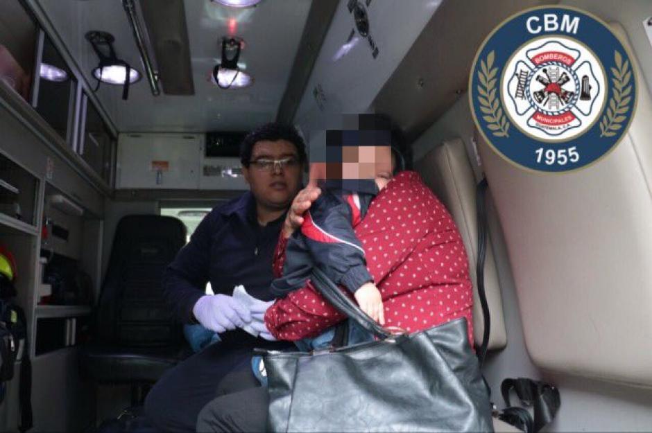 Un niño de un año y siete meses cayó de un ascensor junto a su padre. (Foto: @bomberosmuni)
