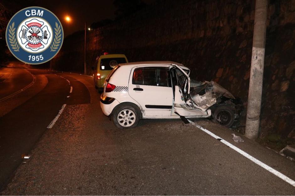 Un taxista se accidentó en cercanías al puente La Asunción zona 1. (Foto: Bomberos Municipales)