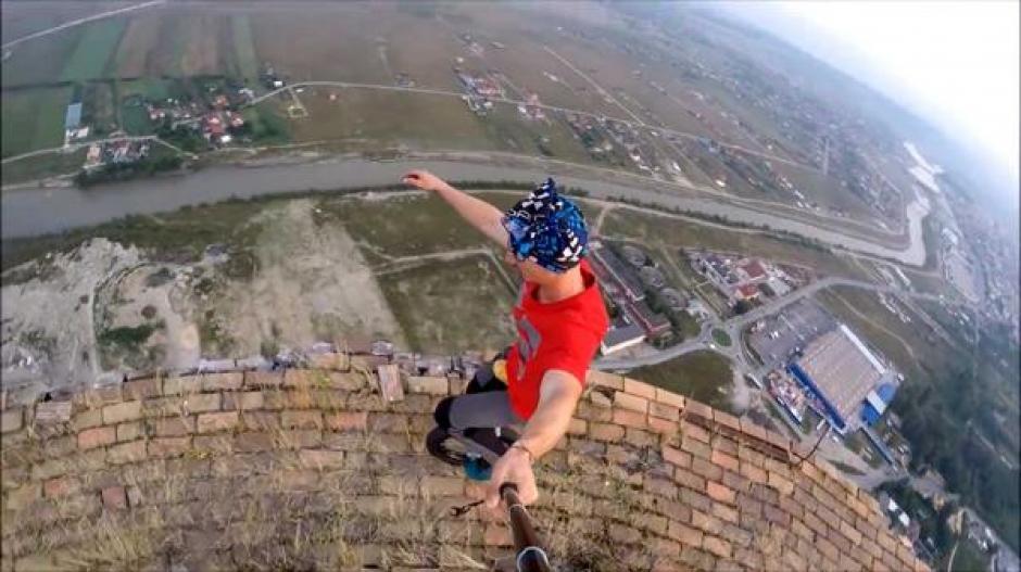 El video lo realizan en una antigua chimenea abandonada de 256 metros de altura. (Foto: YouTube)
