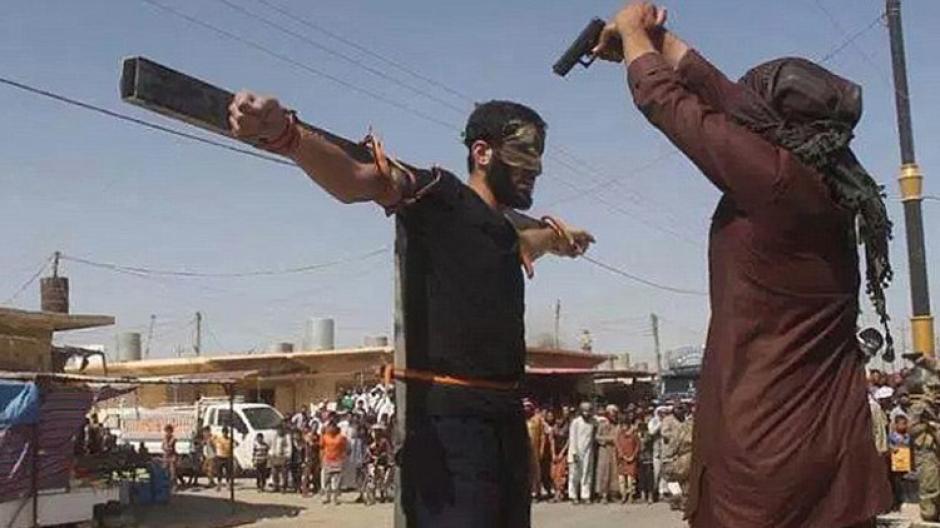 Otro de los castigos que hacen es la crucifixión a supuestos espías. (Foto: Actualidad RT)