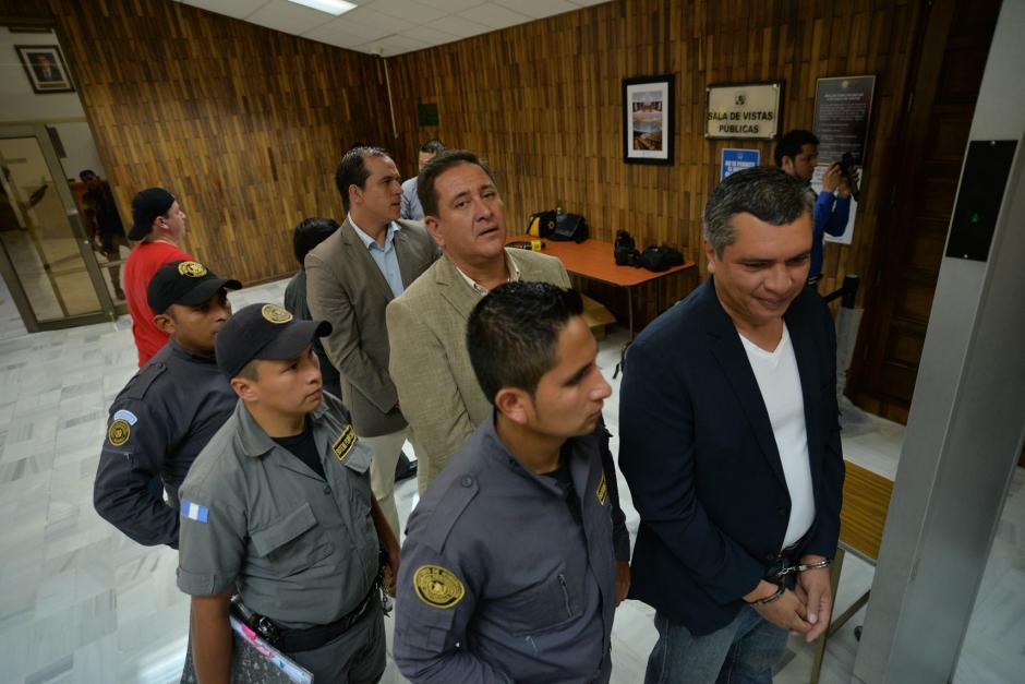 Alejos, también sindicado en el caso de negociantes de la salud, entra a la sala de Vistas de la CSJ. (Foto: Wilder Lóñez/Soy502)