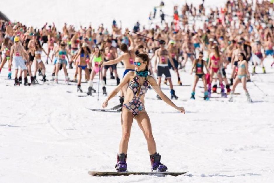 Encantadoras chicas lucen sus curvas en la nieve. (Foto: BoogelWoogel 2016))